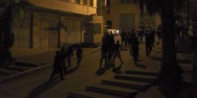 مستوطنون يهاجمون منازل المواطنين بالخليل