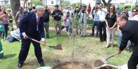 سفارة دولة فلسطين لدى جمهورية البيرو تفتتح ساحة فلسطين وتزرع شجرة زيتون