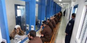 الاحتلال يحرم عائلة من زيارة 3 من أبنائها في سجون الاحتلال