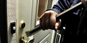 الشرطة تكشف ملابسات سرقة 4 منازل في الخليل
