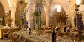 بلدية صفد الإسرائيلية تحوّل المسجد الأحمر إلى خمارة وصالة أفراح
