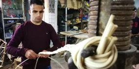 الكفيف محمد وجدله جدائل الحياة بالخيزران