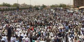 منظمو احتجاجات السودان يرفضون إعلان المجلس العسكري