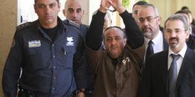 الأسير القائد مروان البرغوثي يدخل عامه الثامن عشر في معتقلات الاحتلال