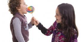 ما الحد الأقصى من السكر للطفل في اليوم؟
