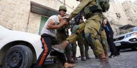 الاحتلال يعتقل مواطنا شمال نابلس ويداهم منازل في الخليل
