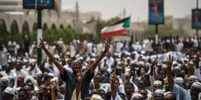 المجلس العسكري يشكل لجنة مع قوى الثورة لبحث الخلافات