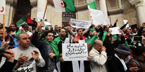 الجزائريون يواصلون الاحتجاج للجمعة العاشرة