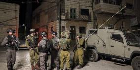 الاحتلال يعتقل شابين ويقتحم عدة مناطق في الضفة الغربية