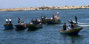 إصابة صياد واعتقال إثنين في بحر غزة