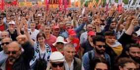 فيديو.. اعتقال أكثر من 100 متظاهر في اسطنبول بعيد العمال