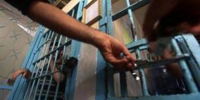 """إدارة معتقل """"عسقلان"""" تفرض عقوبات على 24 أسيراً"""