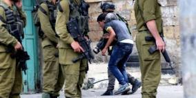 قوات الاحتلال تعتقل فتى من جنين وتداهم منزل آخر