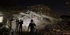 طيران الاحتلال يدمر عمارة سكنية غرب مدينة غزة