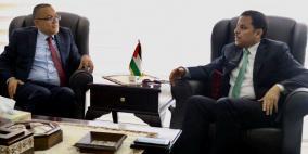 وزير الثقافة يشيد بمواقف الأردن تجاه شعبنا وقضيته