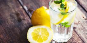 فوائد كبيرة لمشروب الماء بالليمون.. تعرف عليها