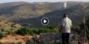 مستوطنون يؤدون طقوسا تلمودية في حي  الطيرة برام الله
