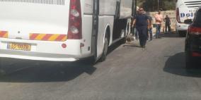 بالفيديو ... حافلة سياحة تتسبب بحادث سير في بيت ساحور