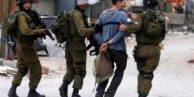 الاحتلال يعتدي على شابين بالضرب ويعتقل طفلا في الخليل