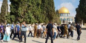 عشرات المستوطنين يقتحمون المسجد الاقصى بحراسات مشددة