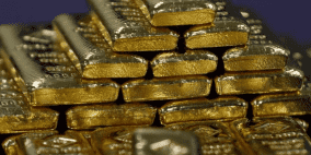 الذهب يهبط من ذروة 14 شهرا