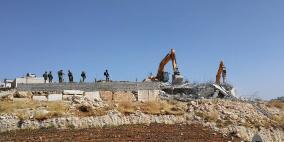 الاحتلال يهدم بناية سكنية في الخليل