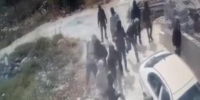 شاهد كيف هاجم مستوطنون مدرسة وأحرقوا حقلاً