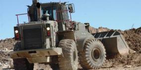 آليات الاحتلال تواصل تجريف أراضٍ جنوب نابلس