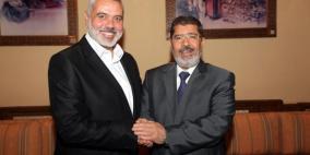 إسماعيل هنية يهاتف حرم الرئيس الراحل محمد مرسي