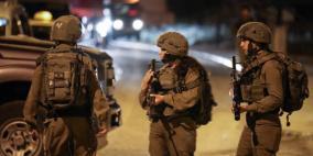 الاحتلال يشن حملة اعتقالات ويزعم مصادرة أسلحة