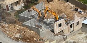 الاحتلال يهدم منزلاوبئرين ويزيل 15 عامود كهرباء في الخليل
