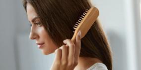 عادات تجعل شعركِ دهنياً حتى ان لم يكن كذلك.. تجنبيها