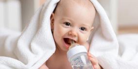 خبراء يحذرون.. شرب طفلك للماء قد يقتله