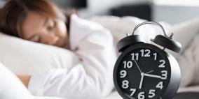 الرجال أم النساء؟ دراسة تكشف من ينام أكثر