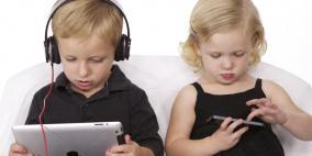 تحذير من قضاء الأطفال لأكثر من ساعتين أمام الشاشات الإلكترونية