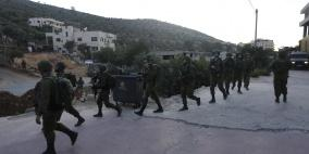 الاحتلال يقتحم عين قينيا ويستولي على تسجيلات كاميرات