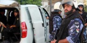شرطة رام الله تقبض على شخصين لاعتدائهما على مواطن وتصويره قبل ايام