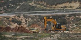 الإحتلال يجرف أرضًا في كفر ثلث جنوب قلقيلية