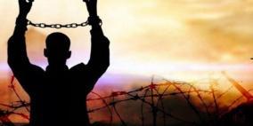 ثلاثة أسرى يواصلون إضرابهم في ظروف اعتقالية صعبة