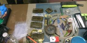 الشرطة تداهم وكرا لترويج وتعاطي المخدرات وتضبط نصف كغم منها في الخليل