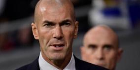 زيدان في موقف حرج وريال مدريد يفاوض مدربه السابق