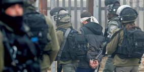 قوات الاحتلال تعتقل سبعة مواطنين على الأقل من الضفة