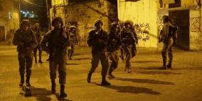 الاحتلال يعتقل 22 مواطناً من الضفة بينهم ستة فتية