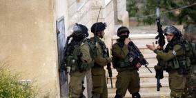 الاحتلال يعتقل 12 مواطناً ويستدعى 30 طالباً لمراجعة مخابراته