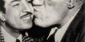 """صورة نادرة للغول الملاك يطبع قبلة على خد الفنان"""" أنور وجدي"""""""