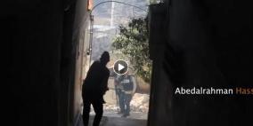 فيديو: لحظة استشهاد شاب برصاص الاحتلال في مخيم العروب