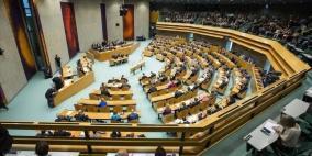 هولند توقف دعمها للسلطة والبرلمان يرفض وسم منتجات المستوطنات