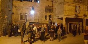 إصابة مواطن في اعتداء للمستوطنين شرق مدينة الخليل