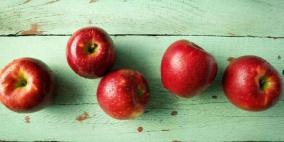 تفاح يصمد لمدة عام كامل بحالة ممتازة في الثلاجة!