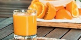 لهذه الأسباب لا تبكر في تقديم العصير للرضيع